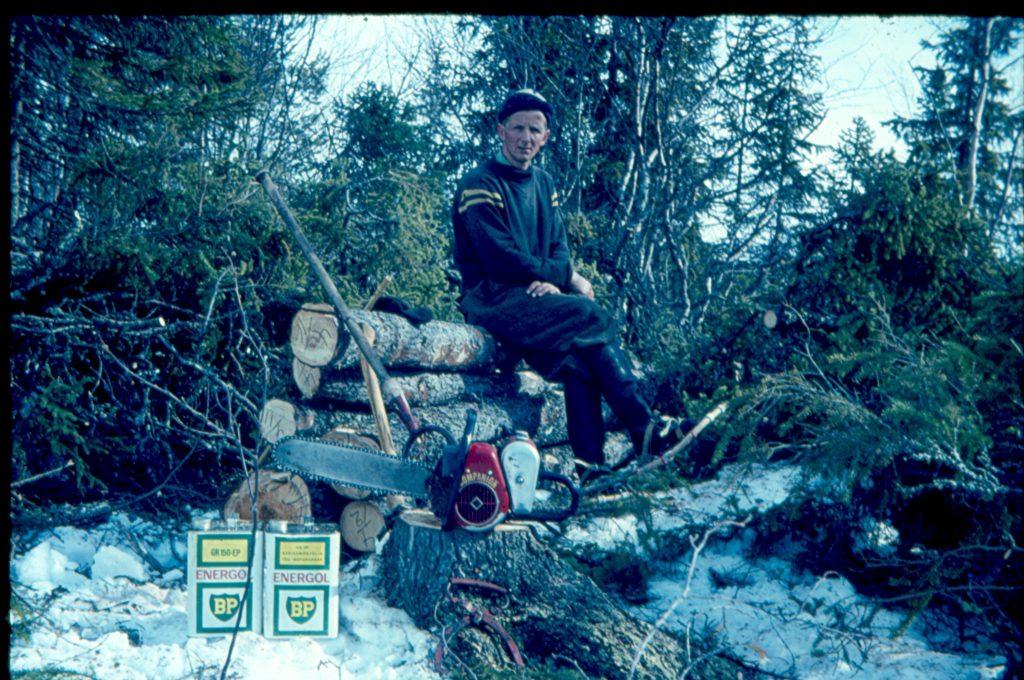 Vidar Liljemark, timmerhuggare vid Storsjön före sjöreglering 1963.